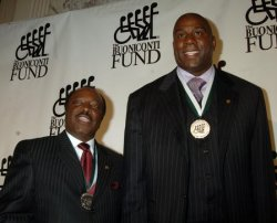EARVIN MAGIC JOHNSON HEADLINES 2007 BUONICONTI FUND GALA