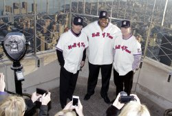 Maddux, Glavine and Thomas at the Empire State Building