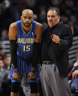 Magic coach Van Gundy talks with Magics Carter in Chicago