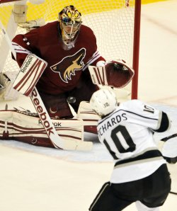 Kings Richards takes shot at Coyotes Smith in Arizona