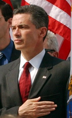 NEW JERSEY GOVERNOR MCGREEVEY RESIGNS FROM OFFICE AND ADMITS TO A HOMOSEXUAL AFFAIR