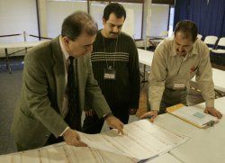 POLL WORKERS TABULATE IRAQI VOTES