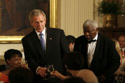 Bush hosts American Jazz dinner in Washington