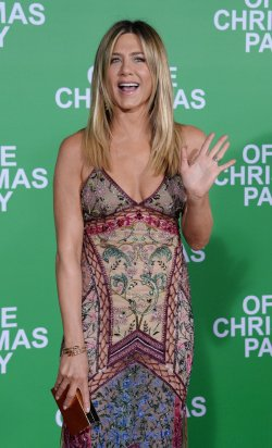 """Jennifer Aniston attends the """"Office Christmas Party"""" premiere in Los Angeles"""