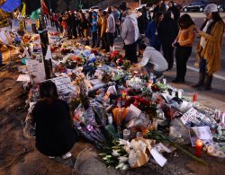 Fans pay respects at Paul Walker fatal accident site in Santa Clarita, California