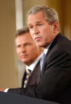 President George W. Bush meets with President Aleksander Kwasniewski of Poland