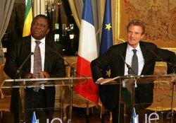 Zimbabwe opposition leader Tsvangirai and French Foreign Minister Kouchnerin speak in Paris
