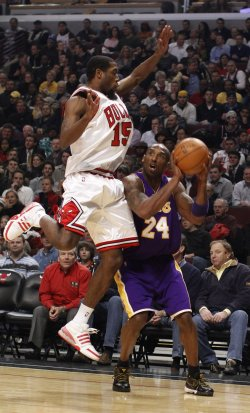 Bulls' Salmons fouls Lakers' Bryant in Chicago