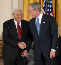 Bush awards Presidential Medals of Freedom at White House
