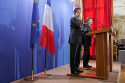 Russian PM meets counterpart in Paris