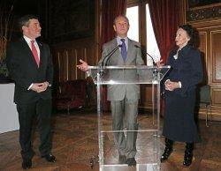 Leslie Caron receives medal in Paris