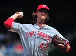 Reds pitcher Mike Leake pitches in Washington