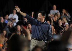 Romney lays out closing arguments for candidacy in West Allis, Wisconsin