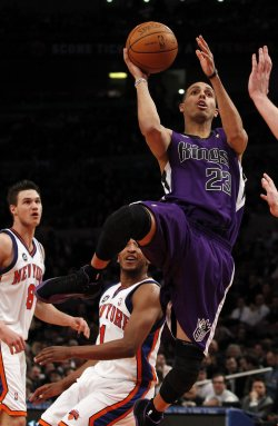 Sacramento Kings Kevin Martin drives to the basket at Madison Square Garden