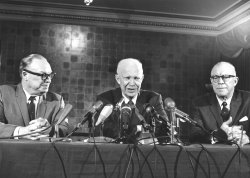 Eisenhower brothers attend news conference in Chicago