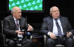 de Klerk and Gorbachev Participate in Panel at Peace Summit in Chicago