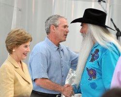 Bushes host Congressional Picnic in Washington