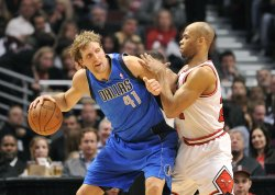 Mavericks' Nowitzki posts on Bulls' Gibson in Chicago