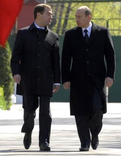Russian President Putin and president-elect Medvedev unveil the monument to President Yeltsin in Moscow