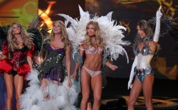 Marisa Miller Heidi Klum, Doutzen Kroes and Alessandra Ambrosio at the end of the runway at the end of the Victoria's Secret Fashion show in New York