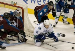Canucks Raymond Trips Next to Avalanche Net in Denver