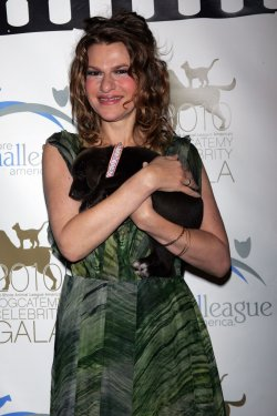 Sandra Bernhard arrives at the 5th Annual Dogcatemy Celebrity Gala in New York
