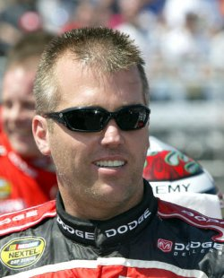 NASCAR NEXTEL CUP DIRECTV 500 RACE AT MARTINSVILLE SPEEDWAY