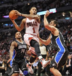 Bulls' Rose Drives on Magic's Nelson, Anderson in Chicago