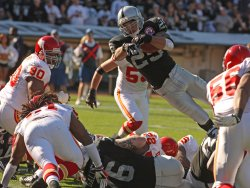 Justin Fargas dives for a TD against the Kansas City Chiefs in Oakland, California