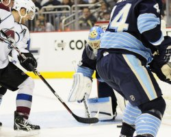 Avalanche Paul Stastny scores in Pittsburgh