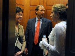 Senate pushes forward financial reform bill in Washington