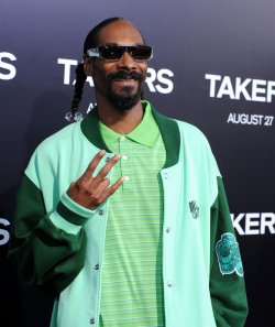 "Snoop Dogg attends the ""Takers"" premiere in Los Angeles"