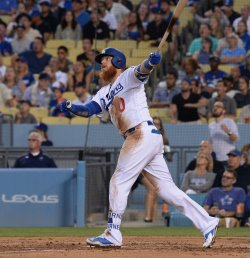 Dodgers' Justin Turner hits solo home run against Mets in Los Angeles