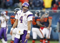 Vikings Favre reacts against Bears in Chicago