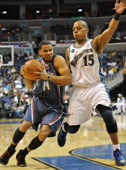 Bobcats Augustin drives to basket against Wizards Foye in Washington