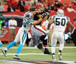 Falcons Tony Gonzalez catches a pass in Atlanta