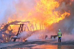 Becky Thatcher excursion boat is destroyed by fire