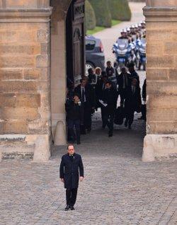 Hollande arrives at ceremony honoring victims of recent terrorist attacks in Paris