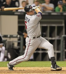 Twins Cuddyer hits two-RBI double against White Sox in Chicago