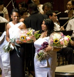 Aretha Franklin performs a concert with former Secretary of State Condoleezza Rice in Philadelphia