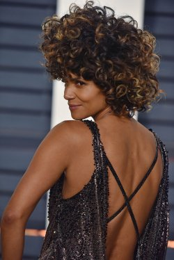 Halle Berry arrives for the Vanity Fair Oscar Party in Beverly Hills