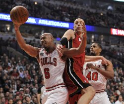 Bulls Bogan, Thomas and Heat's Ilgauskas go for rebound in Chicago