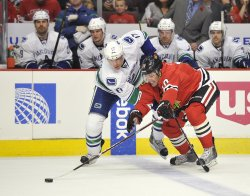 Blackhawks Sharp keep puck from Canucks Kesler in Chicago
