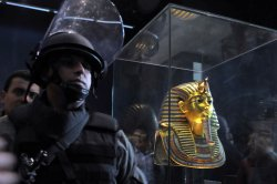 Soldiers Stands Guard a Egyptian Museum
