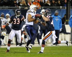 Chargers Jackson catches pass against Bears in Chicago