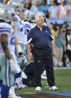 Cowboys Head Coach Phillips With His Squad