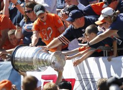 Blackhawks Campbell holds up Stanley Cup in Chicago
