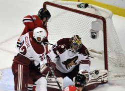 Phoenix Coyotes goalie Mike Smith makes a save on Chicago Blackhawks center Jonathan Toews in Chicago