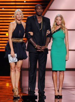 Maria Sharapova, Amare Stoudemire and Rachel Nichols present the award for Best Upset at the ESPY Awards in Los Angeles