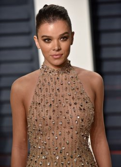 Hailee Steinfeld arrives for the Vanity Fair Oscar Party in Beverly Hills